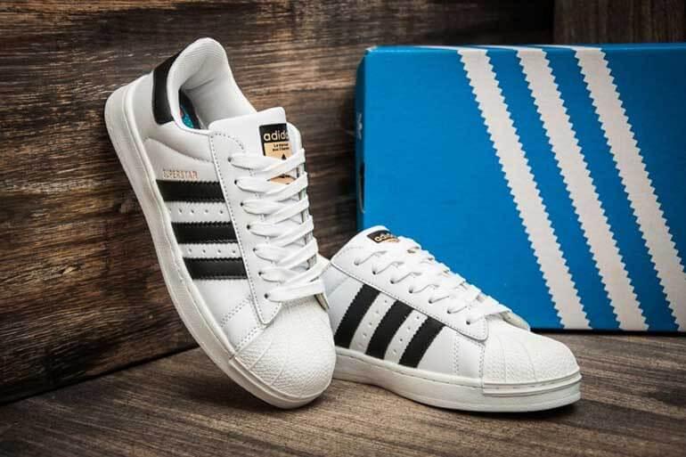 Для магазина модных кроссовок