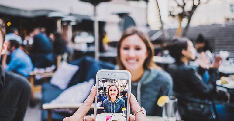 Как наложить фото на фото в Инстаграм