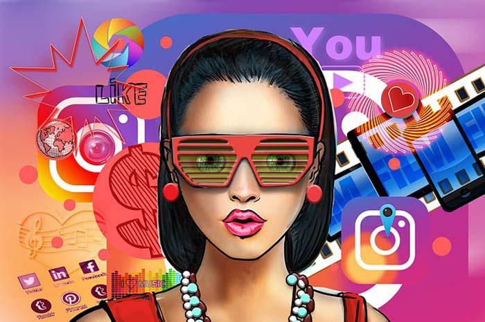 Женское лицо на фоне логотипов социальных сетей